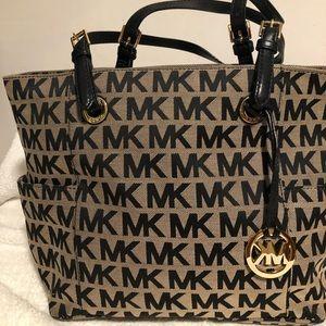 Michael Kors Bags - Michael Kors Authentic signature tote handbag